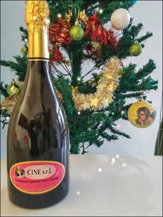 Aria natalizia in azienda !  Il vino che vedete e' un ortrugo millesimato prodotto dall' azienza vitivinicola Gaiaschi di Nibbiano ( Pc ) . Il vino e i viticoltori sono ottimi e pluripremiati ........