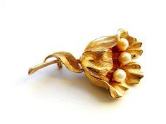 Lisner Faux Pearl Flower Brooch Vintage Gold by ReneeMaeVintage