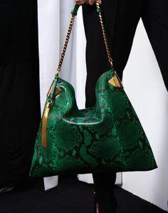Gucci sait comment vous rendre heureuses avec ses sacs en python ! www.leasyluxe.com #classy #beauty #leasyluxe