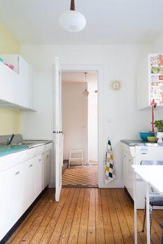 American kitchen by Raymond Loewy Kitchen Redo, Kitchen Dining, Dining Room, American Kitchen Design, Raymond Loewy, Humble Abode, Kitchen Furniture, Ikea, Kitchens