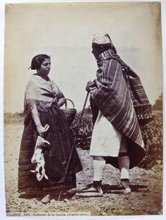 Valenciano, apoyado en un palo, y valenciana, con cesta y dos conejos. Fotografía de J. Laurent,   1870