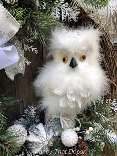 How To Video Winter owl wreath tutorial wreath tutorial how image 2 Burlap Christmas Tree, Christmas Swags, Christmas Wreaths To Make, Primitive Christmas, Christmas Snowman, Kids Christmas, Christmas Tree Decorations, Primitive Crafts, Country Christmas