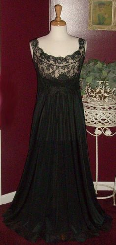 VTG VANITY FAIR ILLUSION LACE NIGHTGOWN