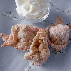 The Food Pusher: Cinnamon Apple Won Tons Mini Desserts, Just Desserts, Delicious Desserts, Dessert Recipes, Yummy Food, Chinese Desserts, Chinese Food, Yummy Treats, Sweet Treats
