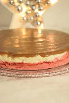 Kinuskinen vadelma-vaniljajäädyke Tiramisu, Cheesecake, Ethnic Recipes, Desserts, Food, Tailgate Desserts, Deserts, Cheese Cakes, Eten
