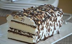 Cream Sandwich Cake Ice Cream Sandwich Cake - cheap and easy dessert!Ice Cream Sandwich Cake - cheap and easy dessert! Ice Cream Treats, Ice Cream Desserts, Frozen Desserts, Ice Cream Recipes, Easy Desserts, Delicious Desserts, Dessert Recipes, Frozen Treats, Cake Recipes
