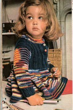 """DIY La robe """"qui tourne """" au tricot modèle issu de 100 Idées Knitting For Kids, Crochet For Kids, Baby Knitting, Cardigan Bebe, Baby Cardigan, Crochet Bebe, Knit Crochet, Baby Patterns, Knitting Patterns"""