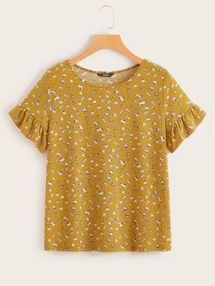 To find out about the Ruffle Cuff Ditsy Floral Tee at SHEIN, part of our latest T-Shirts ready to shop online today! Ditsy Floral, Floral Tops, Ruffle Fabric, Yellow Pattern, How To Roll Sleeves, Couture, Printed Blouse, Latest Fashion For Women, Casual