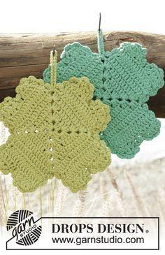 Spot Luck pot holders in four-leaf clover shape by DROPS Design. Free #crochet pattern