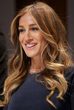 Sarah Jessica Parker - Hair color for one day! And she is just amazing Sarah Jessica Parker Haare, Jessica Biel, Balayage Blond, Celebrity Hairstyles, Hair Today, Ombre Hair, Hair Dos, Pretty Hairstyles, Hair Trends