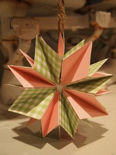 #NUO2012 Paper Starburst Ornament @mvemother  guest post from creativecynchronicity.com