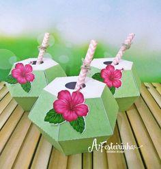 Caixa Coco com tema Moana ideal para decorar a mesa da sua festa e encantar as crianças -Feito a mão com recorte eletrônico -Acompanha canudo -enviamos montado como estar na foto