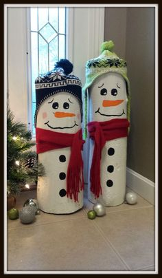 Holiday DIY Idea (sent in by reader, Sherrisa)… Easy, Super Cute DIY Log Snowmen! If you're on the lookout for some cheap and super cute Christmas decorations then these snowmen might j…(Christmas Diy Ideas) Outdoor Christmas, Simple Christmas, Christmas Holidays, Christmas Ornaments, Office Christmas, Christmas Snowman, Cheap Christmas, Christmas Trees, Christmas Vacation