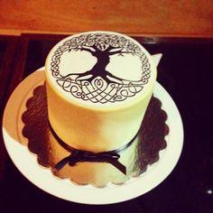 #happybirthday to me! Hermoso pastel creado especialmente para mi fiesta sorpresa anoche. #Gracias! Confeccionado por @double_cake los mejores! #calleloiza #bestneigborhoodever #treeoflife #namaste #kabbalah #counsiouslifestyle