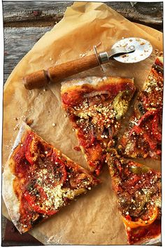 25 of the Best Vegan Pizza Recipes! 25 of the Best Vegan Pizza of the Best Vegan Pizza recipes coming at you! Whether you prefer classic toppings such as melty vegan Vegan Pizza Recipe, Pizza Recipes, Vegan Food, Potluck Recipes, Shrimp Recipes, Vegetarian Food, Chicken Recipes, Baker Recipes, Vegan Recipes