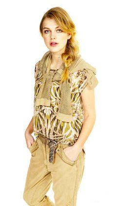 Casual look met tribal print shirt, pull om de nek en een broek van tencel kwaliteit. #Tribe #Tribe #Casual #Anna #Tencel