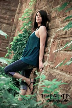 Senior portraits in the stockyards. Country chic photography by Samantha Hamilton