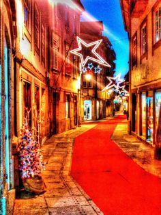 Boa noite :D A rua Direita (Cerqueira Gomes) em Arcos de #Valdevez pelas 17:40 de hoje. A período de compras natalícias estende-se até ao dia de Reis - http://ift.tt/1MZR1pw -
