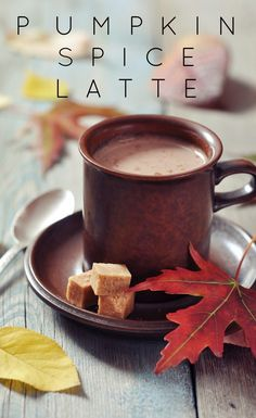 This pumpkin spice latte recipe is better than Starbucks'! Love these pumpkin…