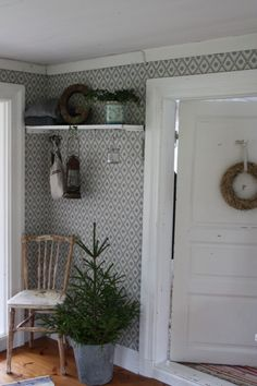 Farmhouse Wall Paper & Pine Tree In Milk Pail Swedish Christmas, Scandinavian Christmas, Scandinavian Interior, Christmas Home, Swedish Interiors, Swedish Decor, Up House, Cozy Cottage, Merry And Bright