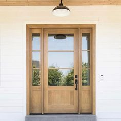 All the 😍😍 for this front door by Millhaven Homes! Every stain I like ends. Country Home Exteriors, Modern Farmhouse Exterior, Wood Front Doors, Glass Front Door, Garage Doors, Modern Front Door, Door Entryway, Entrance Doors, Door Design