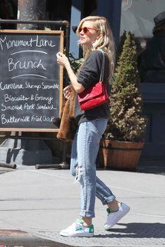 Best dressed - Sienna Miller | solamente ella se puede poner eso y estar fabulosa...