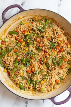 Ramen Stir Fry- this easy dinner recipe is perfect for nights when you CAN T be bothered to spend more than 10 minutes making dinner vegan vegandinner ramen noodles Stir Fry Recipes, Cooking Recipes, Top Ramen Recipes, Ramen Noodle Recipes, Fried Ramen, Easy Dinner Recipes, Easy Meals, Ramen Dishes, Ramen Food