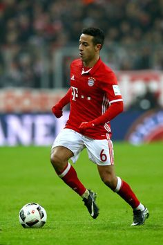 Thiago Alcantara of Muenchen runs with the ball during the Bundesliga match between Bayern Muenchen and RB Leipzig at Allianz Arena on December 21, 2016 in Munich, Germany.