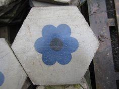 hexagontegel met bloem