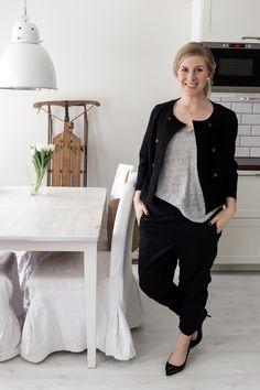 Workwear / Black pumps / Black blazer / Grey linen tee / cropped wool pants / Noora&Noora