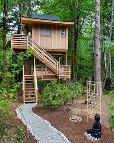 San Juan Islands Treehouse Captivates with Modern Design — Nelson Treehouse Rustic Design, Modern Design, Building Design, Building A House, Cool Tree Houses, Tree House Designs, Corner House, Tiny House Cabin, In The Tree
