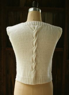Laura's Loop: Cable Back Shell - The Purl Bee - Knitting Crochet Sewing Embroidery Crafts Patterns and Ideas--free pattern, might change the front Knitting Patterns Free, Knit Patterns, Free Pattern, Free Knitting, Purl Bee, Purl Soho, Summer Shirts, Lana, Knitwear