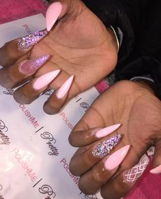 Semi-permanent varnish, false nails, patches: which manicure to choose? - My Nails Gray Nails, Matte Nails, Acrylic Nails, Acrylics, Tina's Nails, Bling Nails, Coffin Nails, Toe Nail Designs, Acrylic Nail Designs
