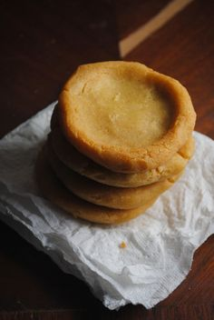 """This can be made using Maseca-instant yellow corn masa flour (flour ingredients: corn treated with lime), this can be """"topped"""" with shredded chicken/pork/salsa/mashed cooked pinto bean + onions/ or just served plain as a mini corn patty. Mexican Dishes, Mexican Food Recipes, Mexican Buffet, Maseca Recipes, Vegan Recipes, Sopes Recipe, Traditional Food, Latin Food, Street Food"""