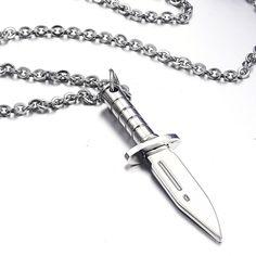 Estilos Collar para Hombres y consejos sobre cómo usarlos       Para los hombres, el uso de joyas es cada vez más frecuente.  Joyería d...