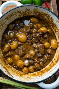 Beef Massaman Curry Recipe : Melt in your mouth beef massaman curry that is so easy to make at home! Curry Recipes, Beef Recipes, Recipies, Indian Food Recipes, Asian Recipes, Turkish Recipes, Massaman Curry Paste, Cooking Curry, Beef Curry
