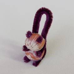 Eichhörnchen basteln aus Haselnüssen Pfeifenreiniger Anleitung DIY Schwanz, Arme, Ohren