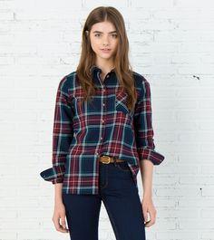 Camisa de manga larga con un bolsillo a la altura del pecho y estampado de cuadros en tonos azul y granate.   Camisas   Springfield