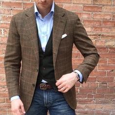 What are some great casual outfit for guys? Today we are talking all about casual outfit for guys and how you can wear them with a […] Blazer Outfits Men, Mens Fashion Blazer, Suit Fashion, Casual Outfits, Classic Mens Fashion, Blazer En Tweed, Stylish Men, Men Casual, Business Casual Blazer Men