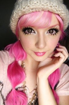 Pink hair - this whole look is so fascinating. Her eyes are absolutely enormous! Gyaru Makeup, Kawaii Makeup, Doll Makeup, Beauty Makeup, Hair Makeup, Hair Beauty, Lolita Makeup, Anime Eye Makeup, Lolita Hair