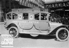Guerre 1914-1918. Une des ambulances offertes par la tsarine de Russie à la France. Paris, 1915.