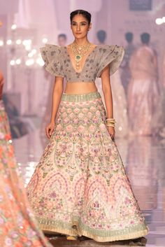 Manish Malhotra is back with a bang, and with a lot to offer to brides-to-be! He kickstarted the Lakme Fashion Week Winter/Festive 2019 with the launch of his collection titled 'Maahrumysha'. Indian Bridal Fashion, Indian Wedding Outfits, Bridal Outfits, Indian Outfits, Indian Weddings, Wedding Dress, Lakme Fashion Week, India Fashion, Japan Fashion