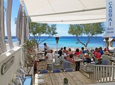 The Cassai Beach House in Mallorca - Mediterranean flair all along the line and good cuisine included. Honeymoon Night, All Inclusive Honeymoon, Honeymoon Cruise, Honeymoon Destinations, Honeymoon Ideas, Restaurants In Paris, Restaurant Mallorca, Diy Outdoor Bar, Outdoor Decor