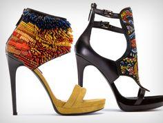 Модная обувь 2012: бусины и бисер. http://www.domashniy.ru/article/moda-i-stil/modnye-tendencii/modnaya_obuv_2012_businy_i_biser.html