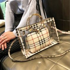 Circle Handle Shoulder Clear Bag with Brown Plaid Inner Pouch I have collected all kinds of transparent bags because they are very beautiful and I have bought many of them. Cheap Purses, Cute Purses, Unique Purses, Handmade Purses, Clear Handbags, Purses And Handbags, Summer Handbags, Ladies Handbags, Dior Purses