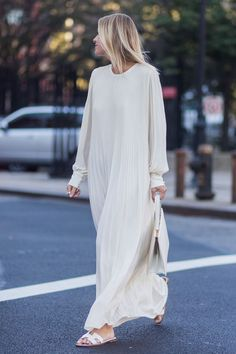 The 30 best street-style moments from New York Fashion Week - HarpersBAZAARUK Today's Fashion Trends, Fashion Mode, Modest Fashion, Look Fashion, Spring Fashion, Autumn Fashion, Womens Fashion, Milan Fashion, Ladies Fashion