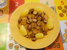 Ich weiß zwar nicht, was es ist, aber es schaut gut aus: Petzis Abendessen vor Ostern: Paprikakraut mit Mini-Weenies und Erdäpfeln