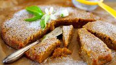 Tee porkkanakakku vaihteeksi ilman kuorrutusta. Tomusokeria pintaan ja kevään maukkain kakku on siinä!