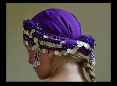 Nice easy head scarf made from a coin belt. Belly Dance Skirt, Belly Dance Outfit, Tribal Belly Dance, Belly Dancer Costumes, Dance Costumes, Dance Oriental, Girls Kurti, Orishas Yoruba, Tribal Hair