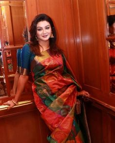 Beautiful Saree, Beautiful Outfits, India Beauty, Asian Beauty, Sexy Blouse, Saree Blouse, Vidya Balan Hot, Indian Ethnic, Gorgeous Women